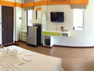 Khaolom Resort guestroom junior suite