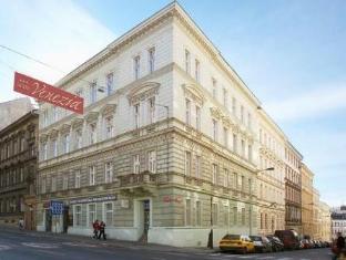 Venezia Hotel Praag - Hotel exterieur