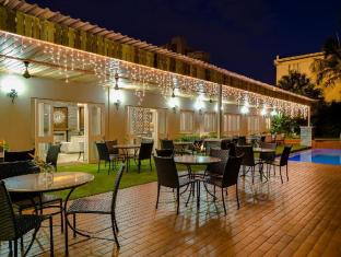 Protea Hotel Capital Pretoria - Relaxing Patio and Swimming pool area