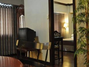 Copa Businessman Hotel Manila - Suite Living Room