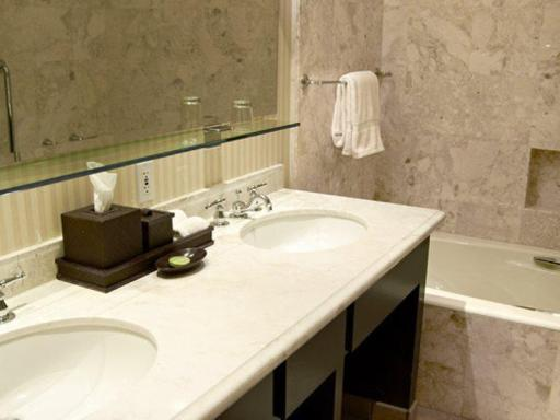 ➦  World Hotels    (California) customer rating