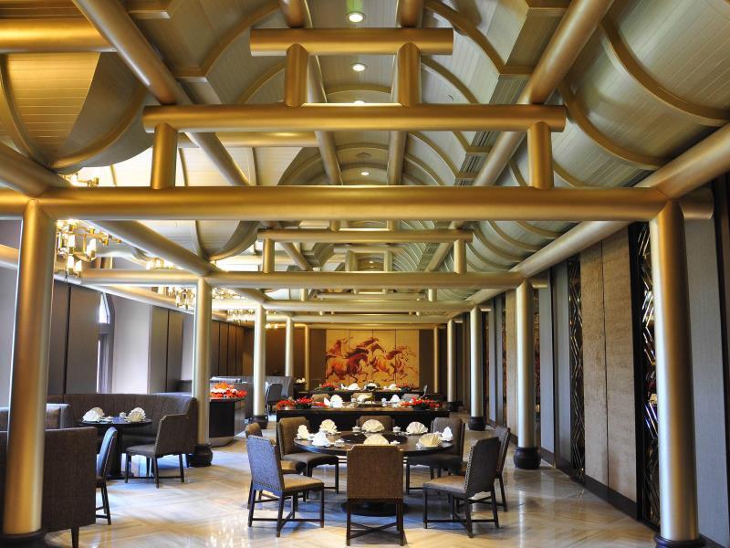 Palace of the golden horses hotel kuala lumpur hotels - Palace of the golden horses swimming pool ...