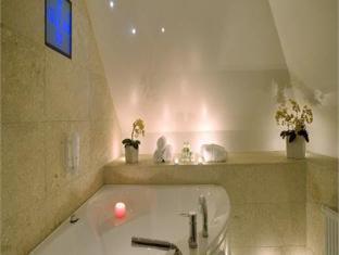 独特居酒店 塔林 - 按摩浴缸