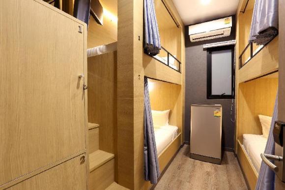4 Bunk Beds shared bathroom - 29048176
