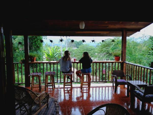 Manaohouse mountain view & cozy garden Cafe Pai