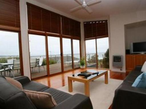 Best guest rating in Binalong Bay ➦  takes PayPal