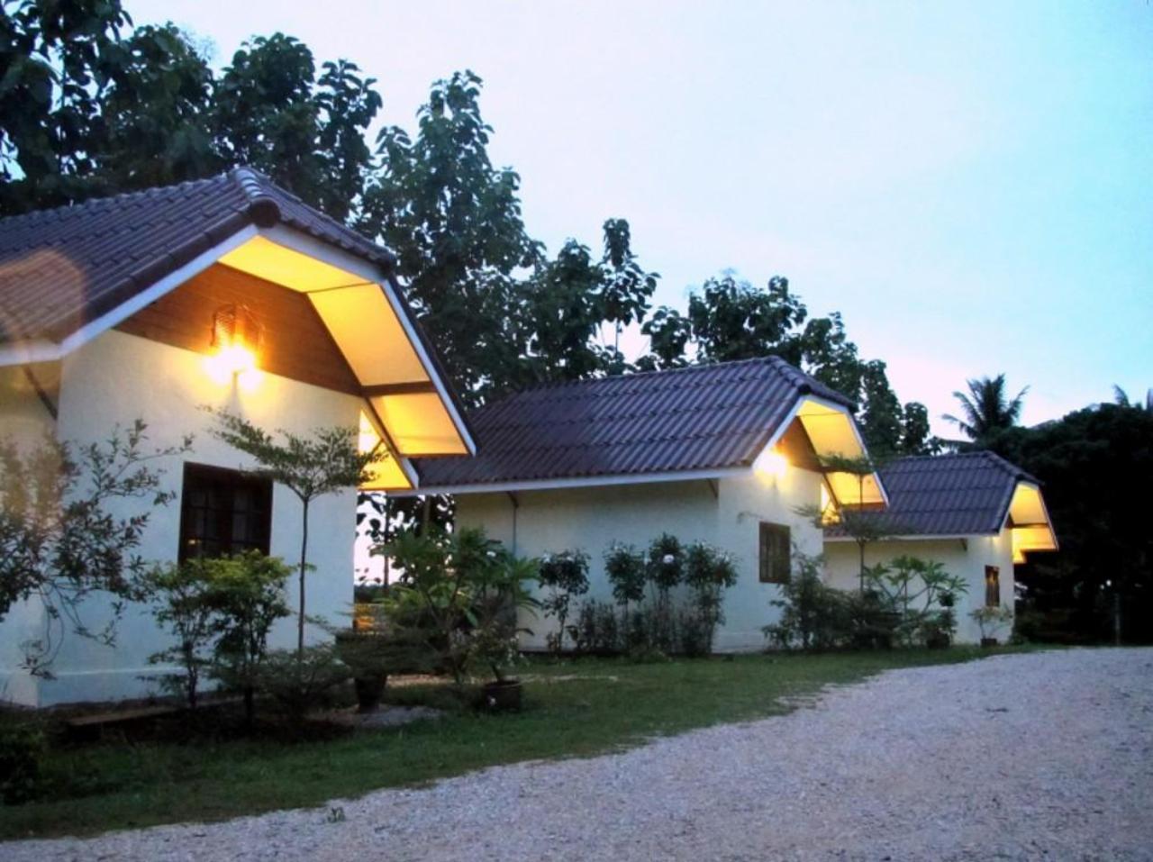 สวนลำไย รีสอร์ท (Suanlamyai Resort)