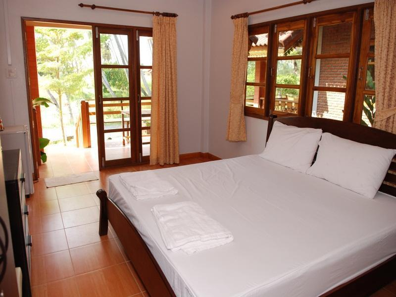 Laemsing Pachaba  Resort,แหลมสิงห์ ป้าชบา รีสอร์ท
