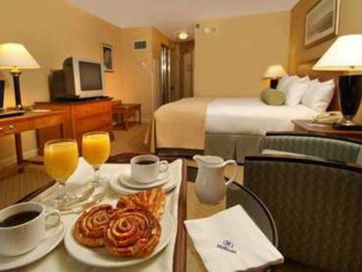 Hilton Newark Airport Hotel hotel accepts paypal in Newark (NJ)