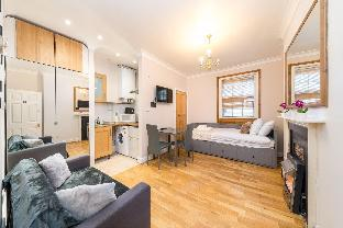 Modern studio apartment on Piccadilly Circus