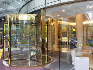 Shanghai Howard Johnson All Suites Hotel Shanghai - Front Entrance