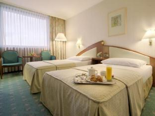Panorama Hotel Prague Prague - Business King or Twin Room - Access to Lounge & Spa