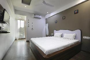 OYO 12817 White house beach resort Алибаг