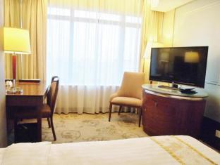 Golden Dragon Hotel Macao - Hotellihuone