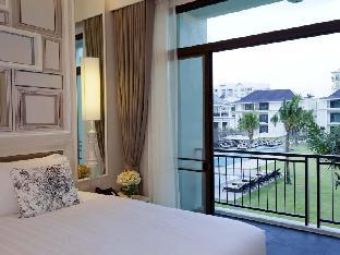 U Sathorn Bangkok guestroom junior suite