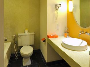 HARRIS Resort Kuta Beach Bali - Bathroom