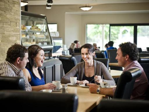 Best guest rating in Masterton ➦ Cornwall Park Motel takes PayPal