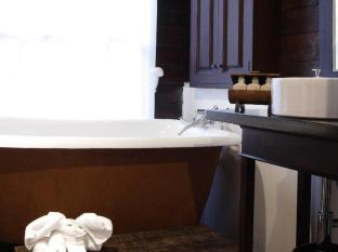 Manathai Village Hotel Chiang Mai - Bathtub