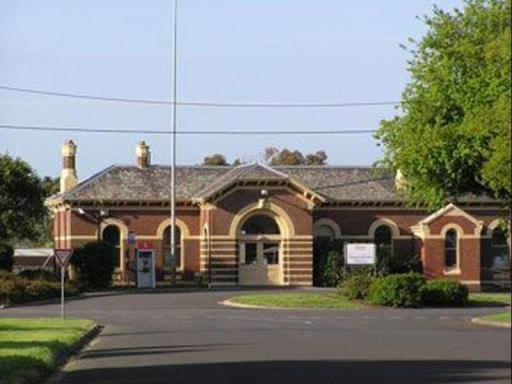 Best guest rating in Camperdown (VIC) ➦ Lakes and Craters Holiday Park takes PayPal