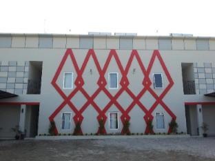 D Paragon Andalas Guest House