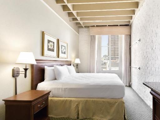 ➦  Carlson Rezidor Hotel Group    (Louisiana) customer rating