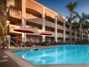 Hotel d Lins Ontario Airport