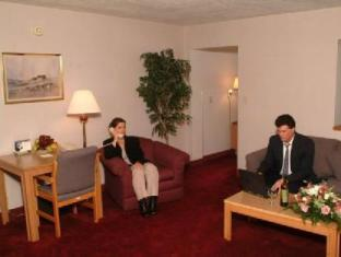 Groton Inn & Suites Hotel Groton (CT) - Business Center