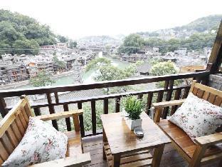 Fenghuang Yinji Inn