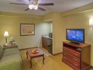 Hampton Inn Boca Raton Hotel guestroom junior suite