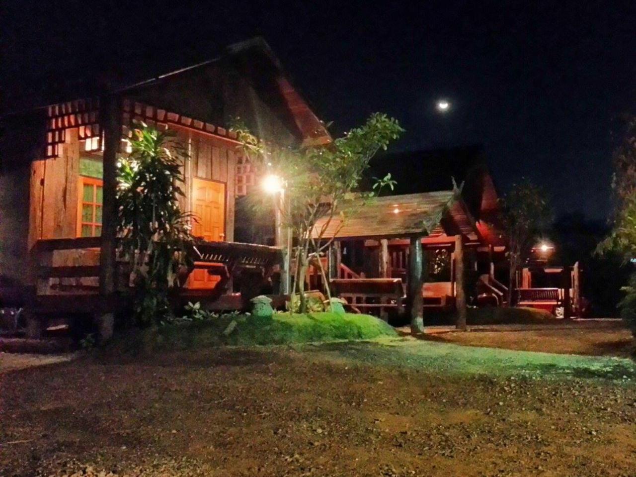 ทรงไทยกะไม้หมอน โฮมสเตย์ แอนด์ เรสเตอรองต์ ลพบุรี (Shongthai Maimhon Homestays and Restaurant Lopburi)