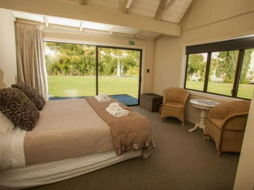 Best guest rating in Hunterville ➦  takes PayPal