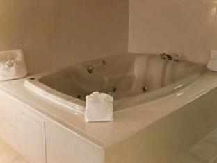 Econo Lodge Inn & Suites Orlando (FL) - Bathroom