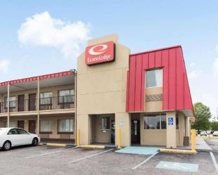 Econo Lodge Town Center Hotel