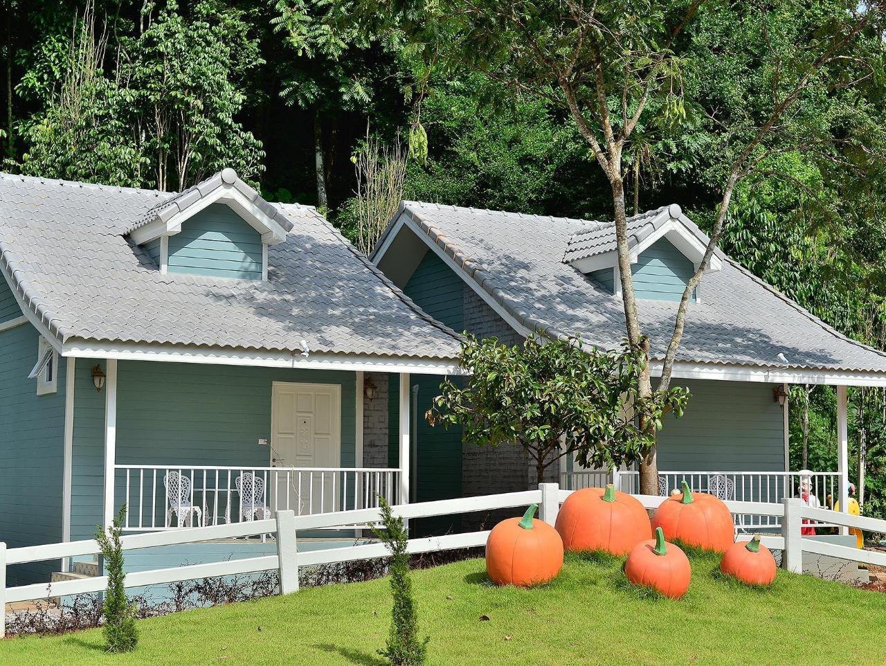 พลอยวิลลา รีสอร์ต แอนด์ สปา (Ployvilla resort and spa)