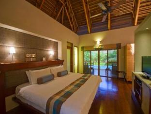 Eskaya Beach Resort and Spa Bohol - Balai Type 2 Swimming Pool & Whirlpool Bath Villa Guest Room
