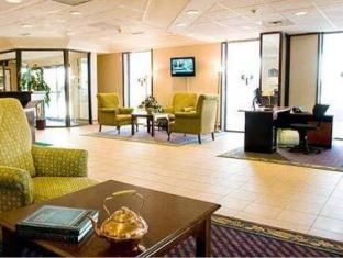 Quality Inn & Suites Airport-Toronto Mississauga (ON) - Lobby