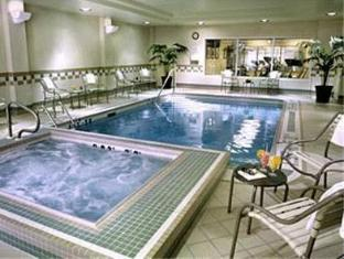 Fairfield Inn & Suites by Marriott Toronto Airport Toronto (ON) - Swimming Pool