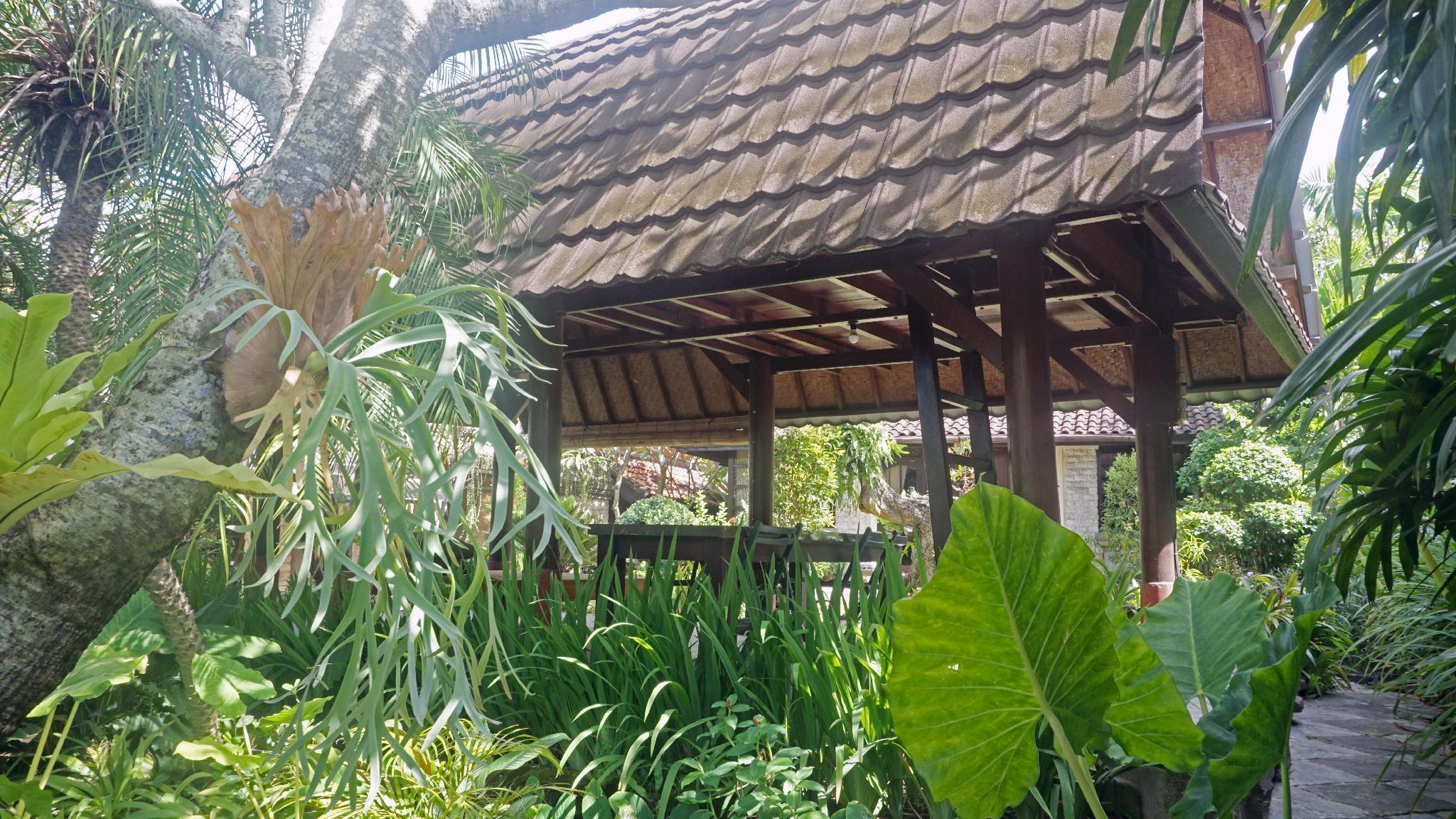 Umah Tuyang - Bali's postmodern style house