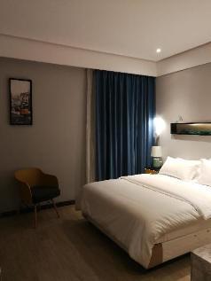 Xiangshan  lake yishai the theme big bed room, Nanjing