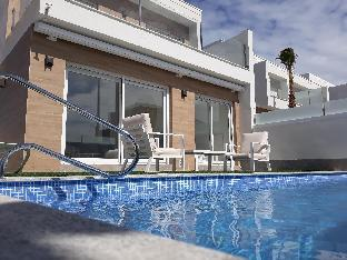 New 3 bdrm villa with big pool, jacuzzi, waterfall