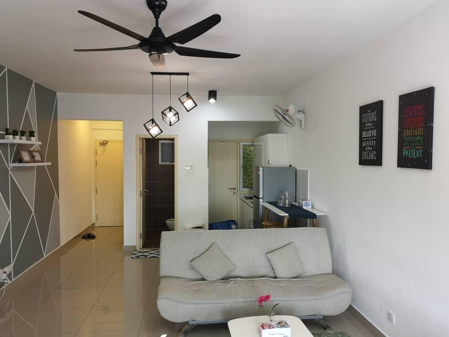 Peaceful & Clean Studio Apartment @Galleria