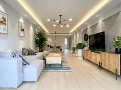 Spacious apartment with 2 bdrs at Center Shanghai, Nantong