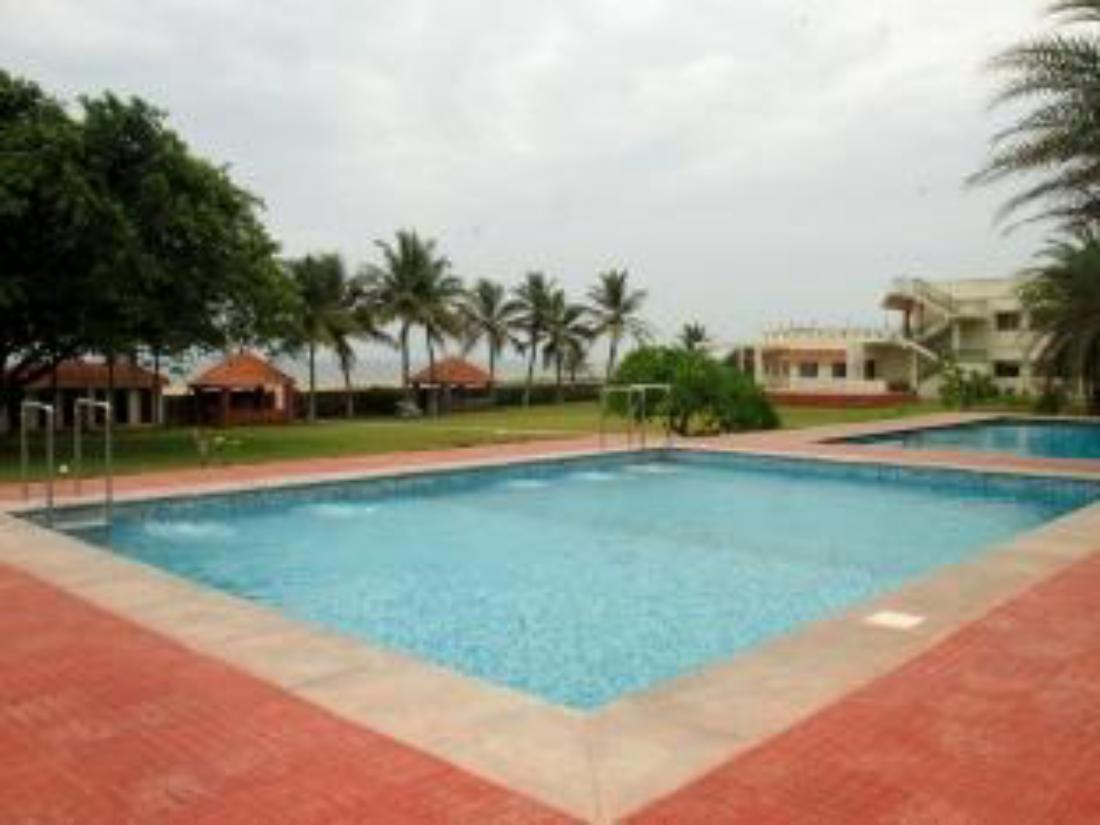 Best price on st james court beach resort in pondicherry reviews for Beach resort in chennai with swimming pool