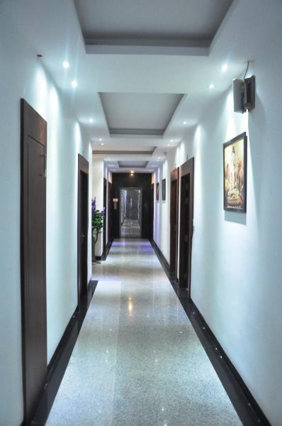 Review The Golden Crest Hotel