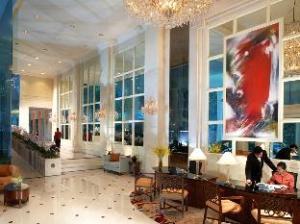 แชงกริล่า อพาร์ตเมนต์ (Shangri-La Apartments)
