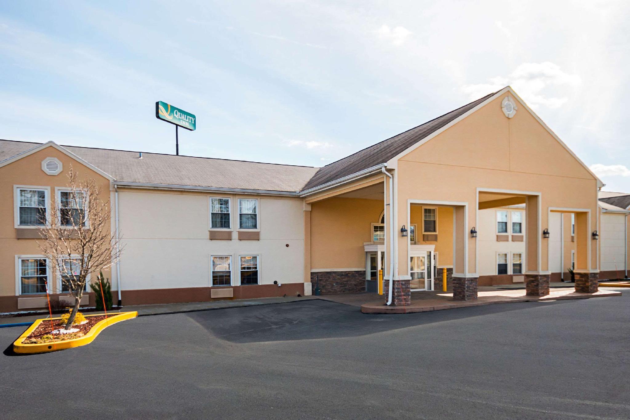 Quality Inn Fairmont Airport Road