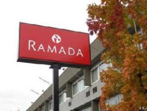 温哥华展公园华美达大酒店 (Ramada Vancouver Exhibition Park Hotel)