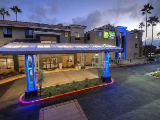 Фото отеля Holiday Inn Express Hotel & Suites Carlsbad