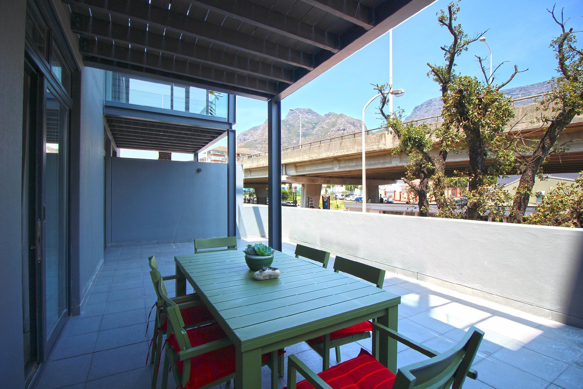 Table Mountain Views In Ideal Location   7