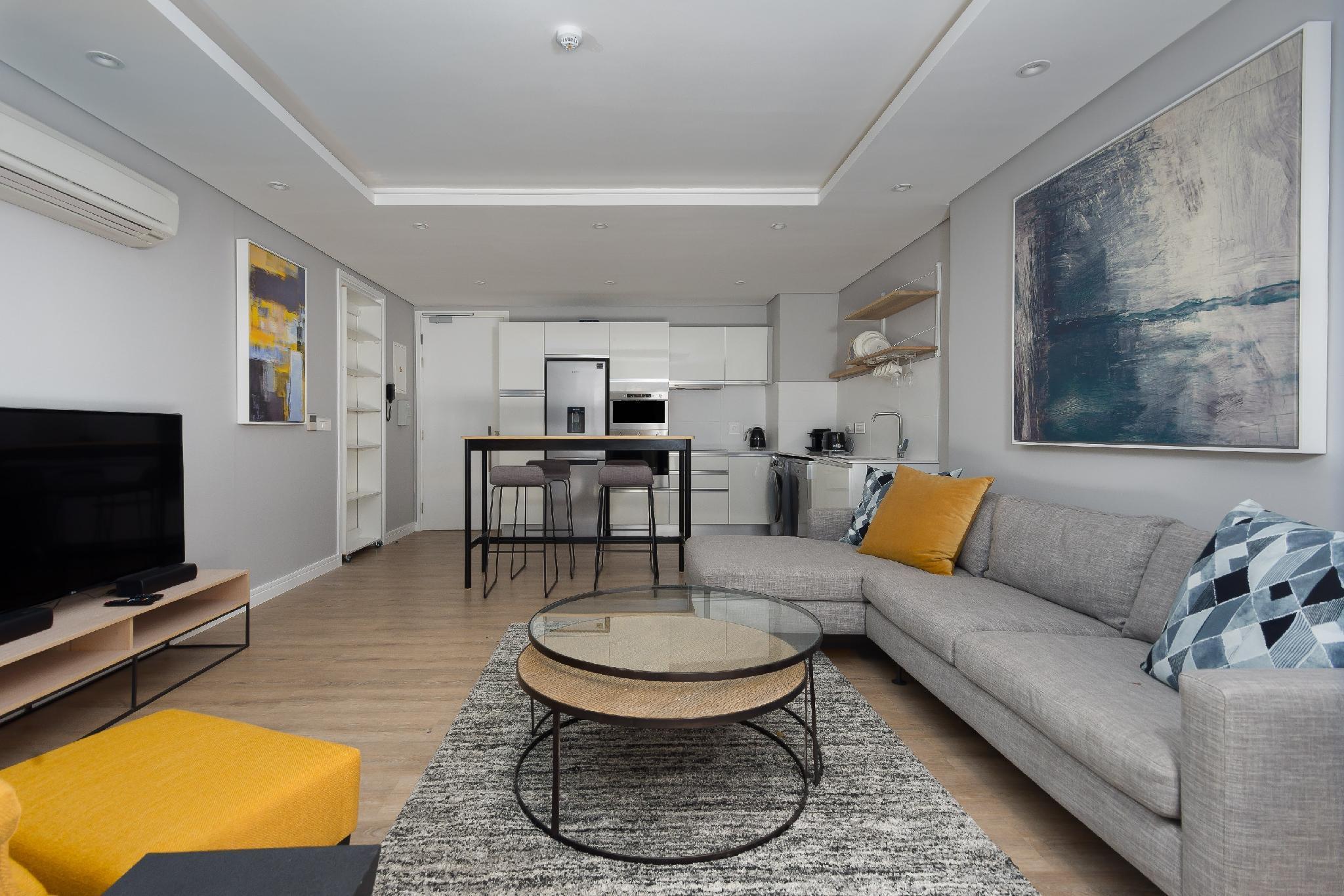 Upmarket 1 Bedroom Apartment In Trendy Green Point